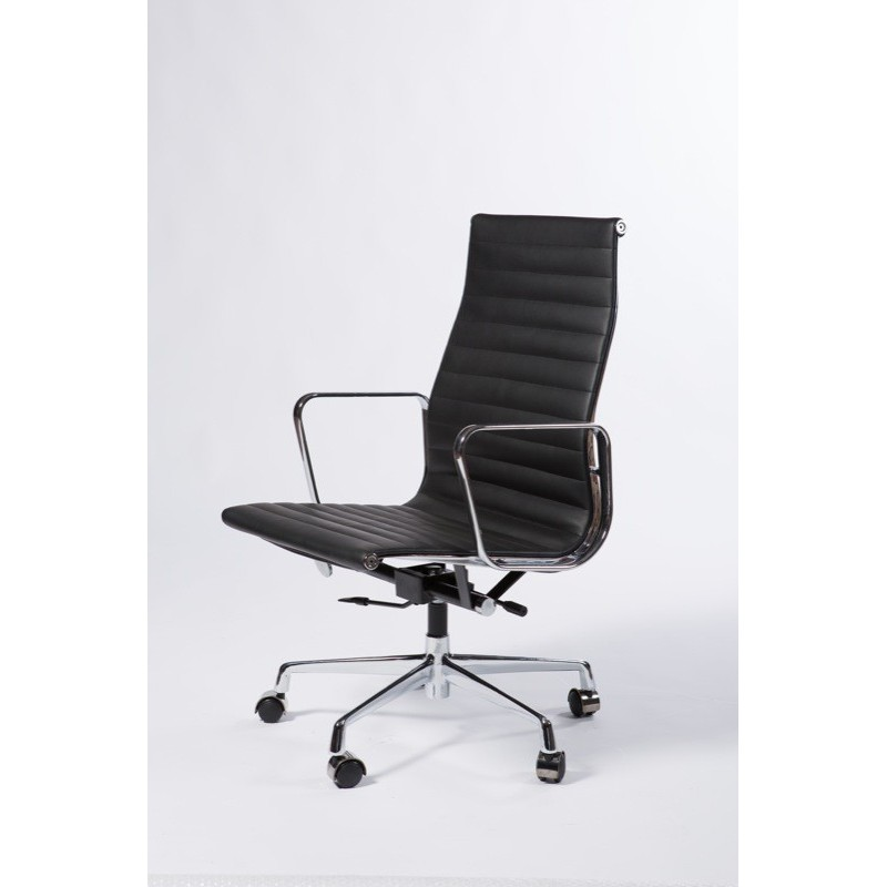 Designer Manager chair 540 by Charles Eames
